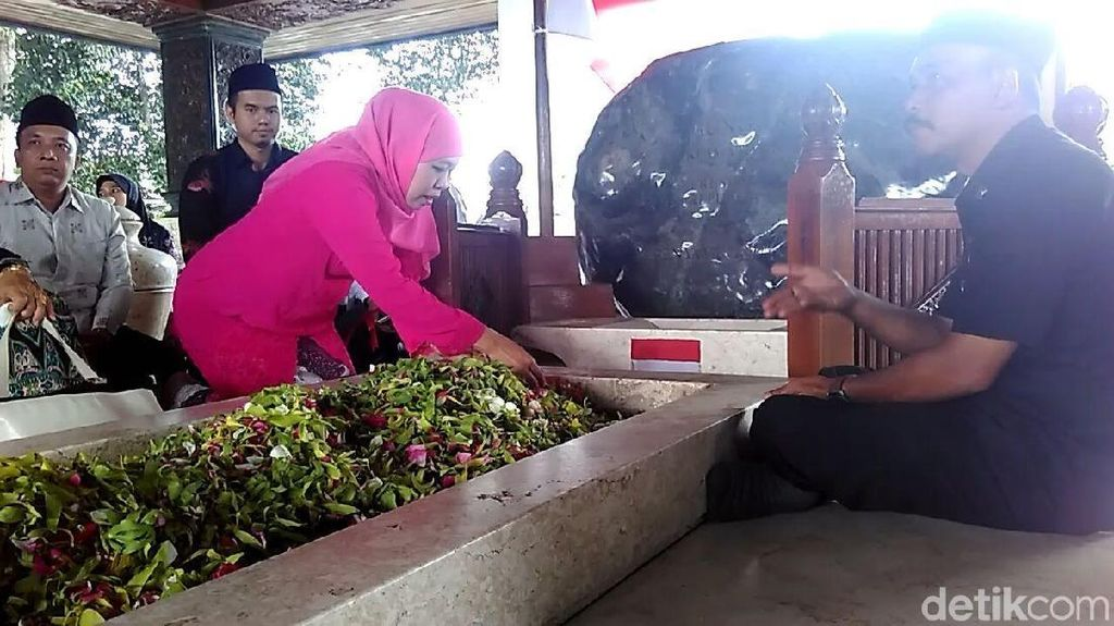 Foto: Khofifah Ziarah ke Makam Bung Karno Jelang Pilgub Jatim