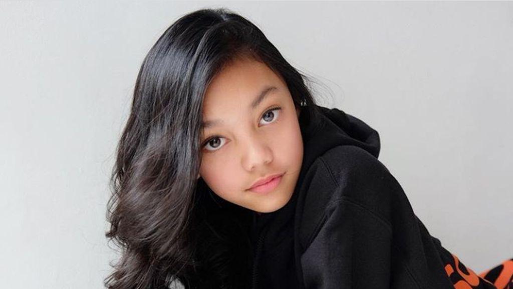 Bagi Penyanyi Cilik Naura, Sekolah Tetap Nomor Satu