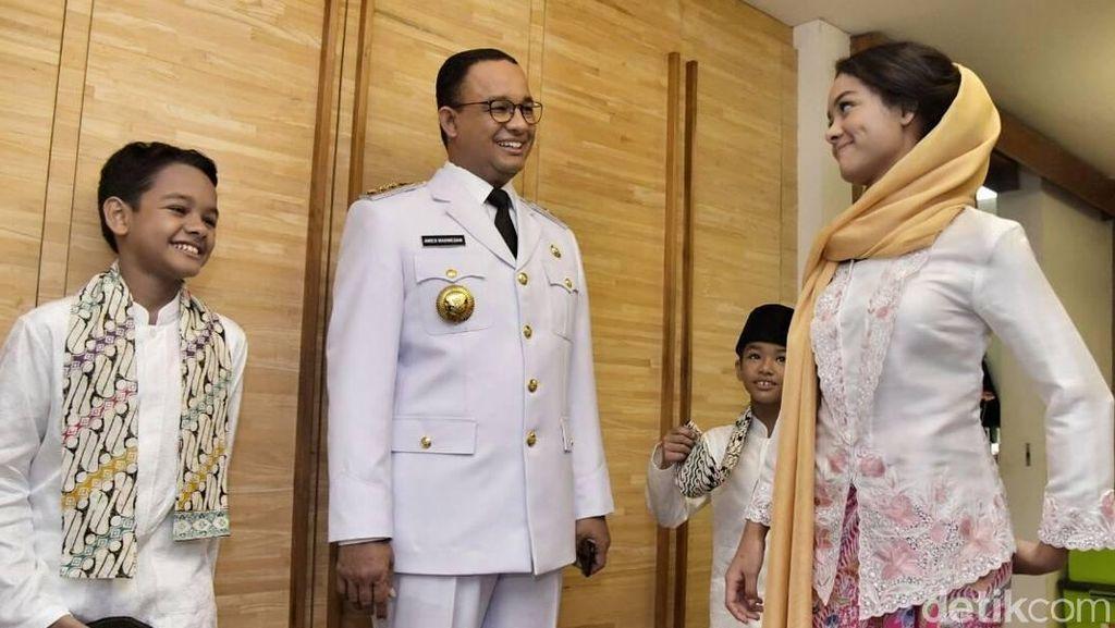 Foto: Putri Anies Baswedan yang Curi Perhatian di Pelantikan Sang Ayah