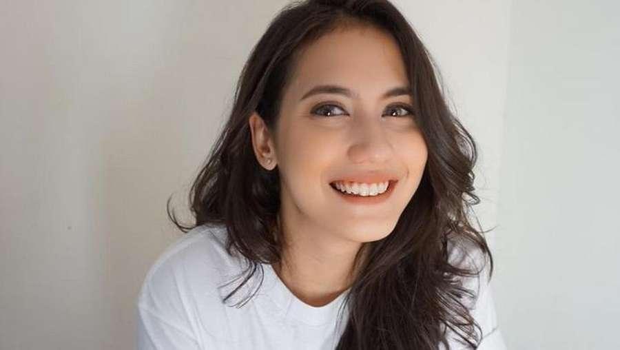 Senyum Semringah Pevita Pearce