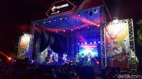 Tampil Perdana di Maxcited, Soundwave Bawakan 10 Lagu