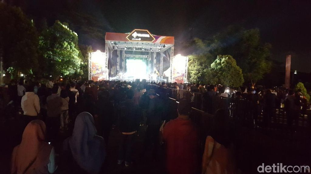 Digelar di Malang, Konser Telkomsel Maxcited Petjah!
