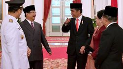 Tertawa Soal Pidato Prabowo, Jokowi: Sesulit Apapun Harus Optimis