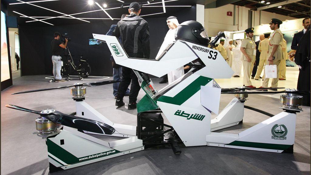 OMG, Polisi Dubai Patroli Pakai Motor Terbang