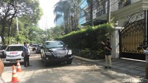 Mobil Dinas dan Patwal Tiba di Rumah Sandiaga