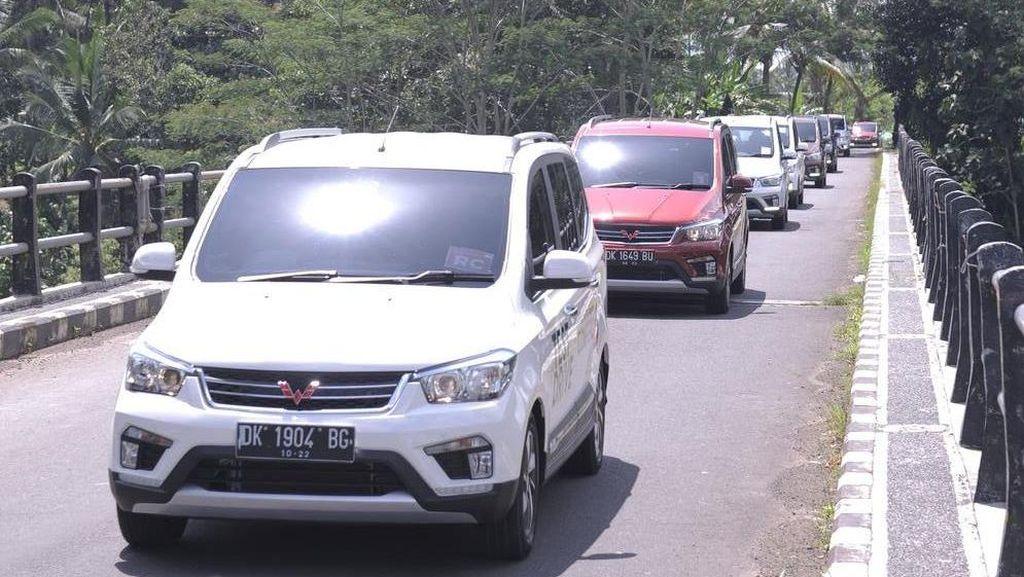 Selain Taksi Konvensional, Mobil Wuling Sudah Jadi Taksi Online