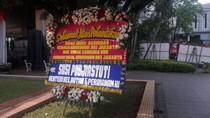 Ada Karangan Bunga Menteri Susi untuk Anies-Sandi di Balai Kota