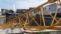 Sebuah Rumah di Solo Tertimpa Crane Pembangunan Hotel