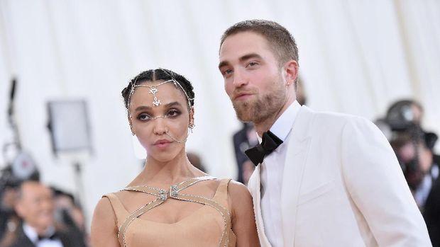 10 Perpisahan Pasangan Seleb Hollywood Terheboh