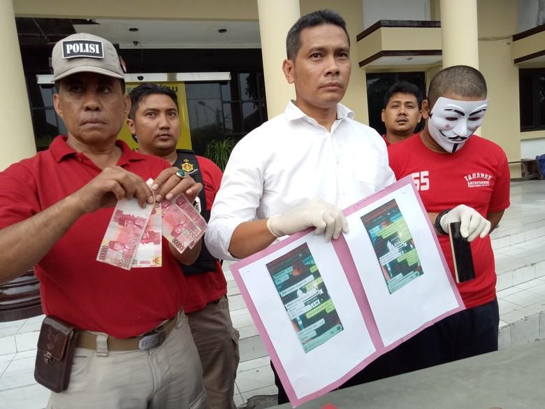 Pria ini Ditangkap Polisi Karena - Surabaya Seorang oknum Satpol PP Surabaya diamankan Satpol PP outsourcing itu harus berurusan dengan polisi karena telah tega