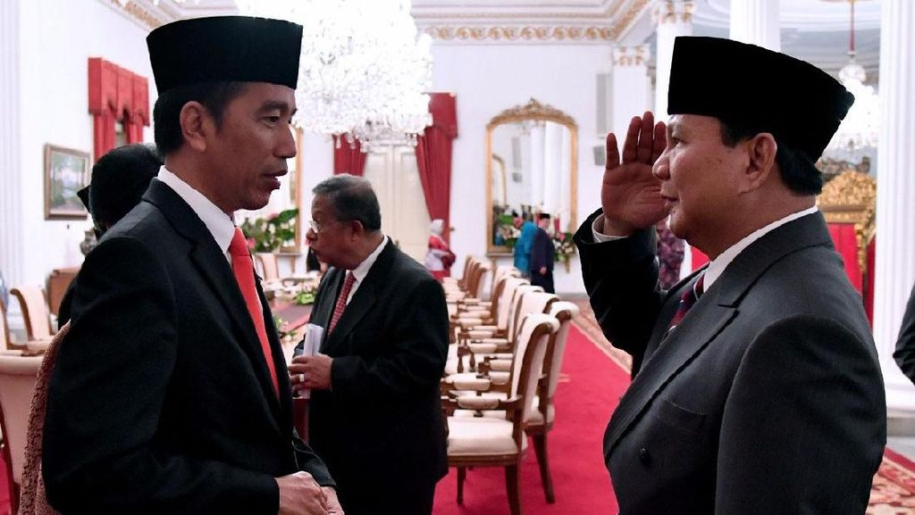 Momen Prabowo Hormat ke Jokowi Usai Pelantikan Anies-Sandi
