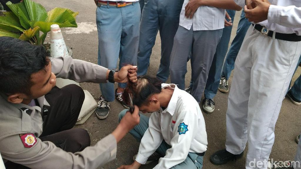 Terciduk di Tempat Biliar, Pelajar di Cirebon Dicukuri Rambutnya