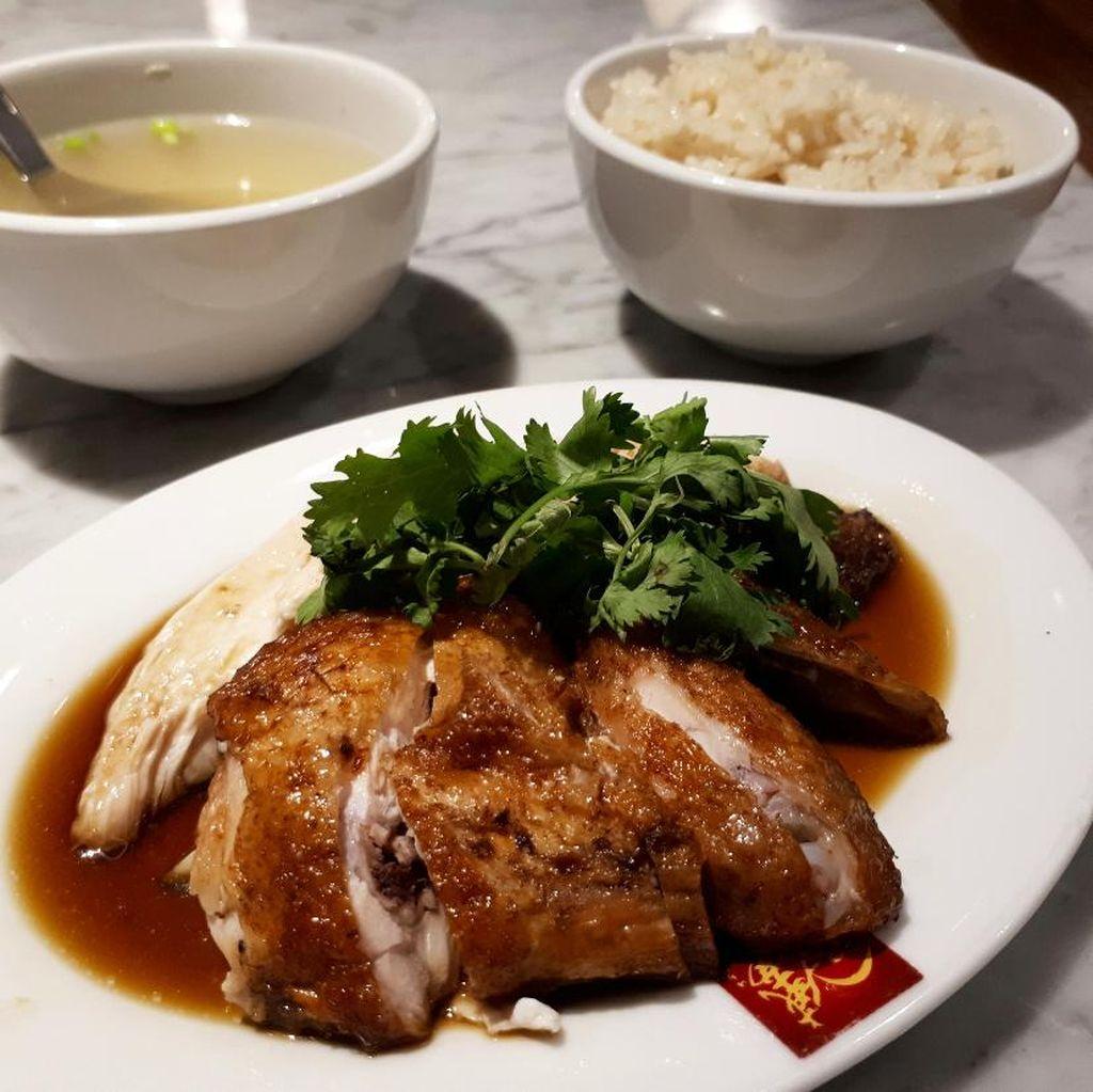 Wee Nam Kee: Enaknya Makan Nasi Ayam Hainan dan Cakwe Isi Seafood