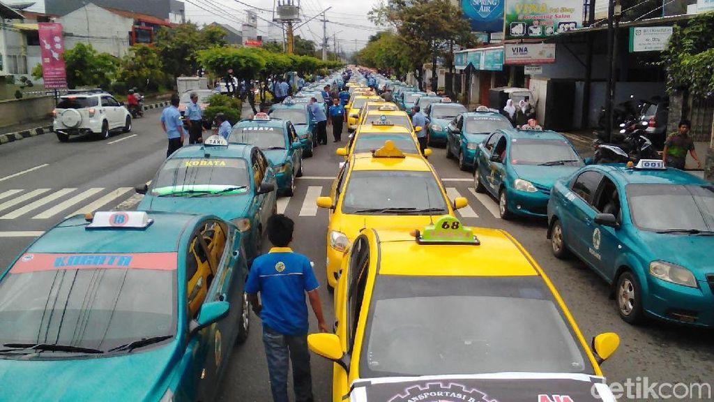 Menhub Ngobrol Bareng Sopir Taksi Konvensional Sebulan Sekali