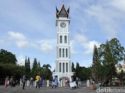 Foto: Kembaran Big Ben di Bukittinggi