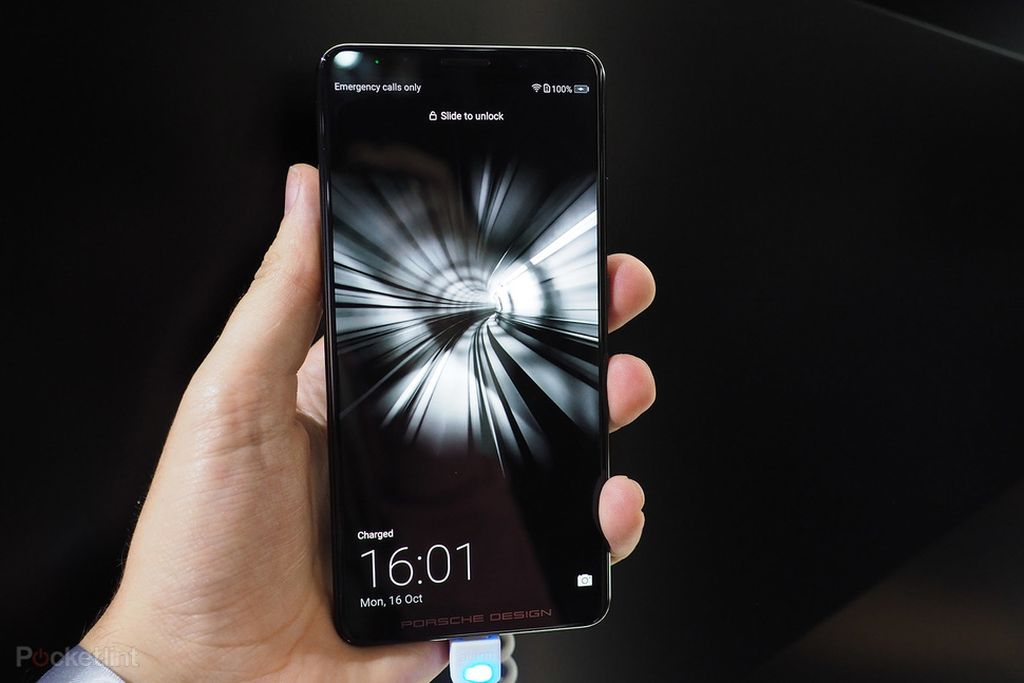 Ponsel ini dinamakan Porsche Design Huawei Mate 10. Foto: Pocket Lint