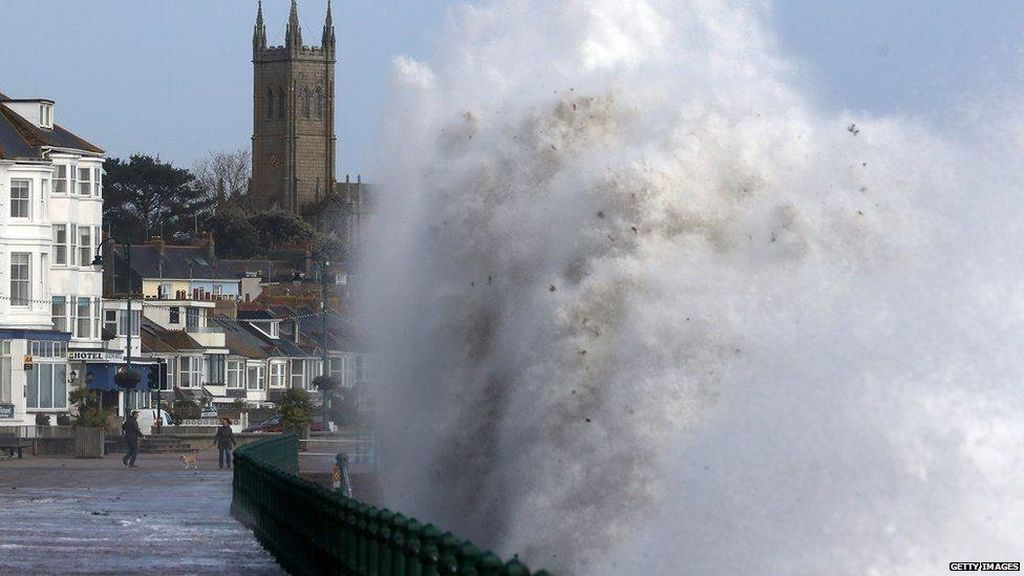 Badai Ophelia Terjang Irlandia, 3 Orang Tewas