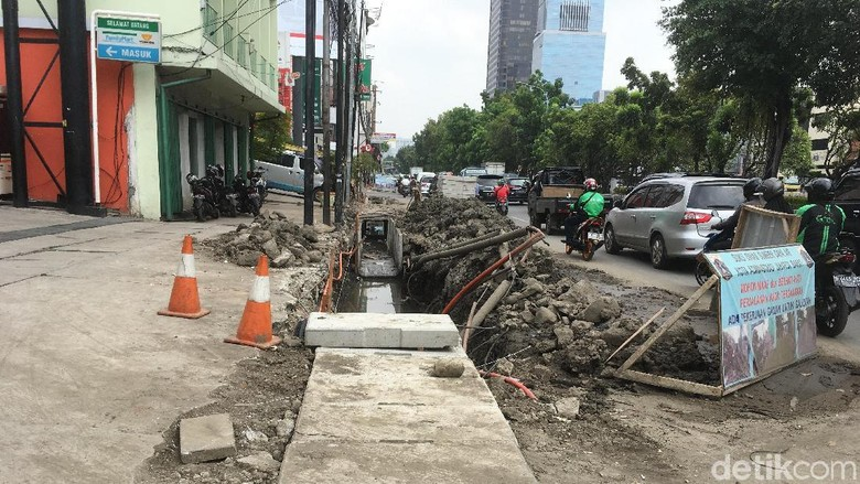 Musim Hujan Datang, Saluran Air Jalan Hayam Wuruk Dinormalisasi