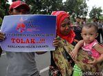 Datangi Balkot, Massa Ingin Yakinkan Anies soal Kerugian Reklamasi