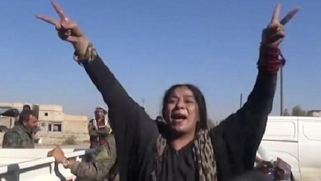 Bebas dari ISIS, Wanita Suriah Luapkan Kebahagiaan