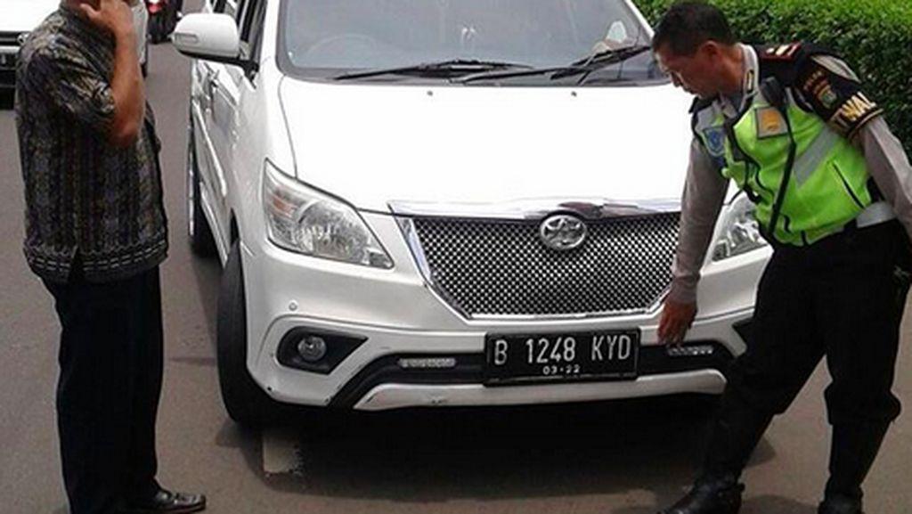 Mobil yang Pakai Lampu DRL Kok Ikut Dirazia, Pak Polisi?