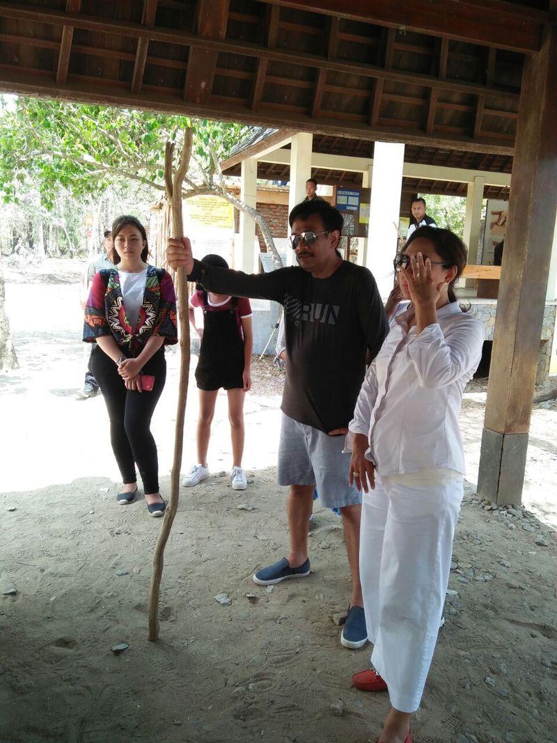 Selasa (17/10) kemarin, Djarot bersama keluarganya datang ke Pulau Komodo di Labuan Bajo, NTT. Mereka datang seperti wisatawan pada umumnya (Istimewa/Asis)