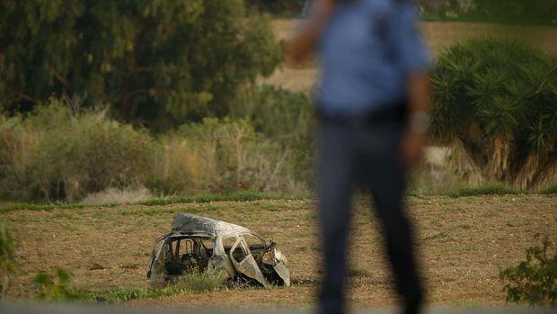 Mobil yang dikemudikan Galizia ringsek dan hangus