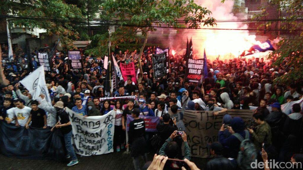 Bobotoh Ramai-ramai Datangi Kantor Persib, Ajukan Beberapa Tuntutan