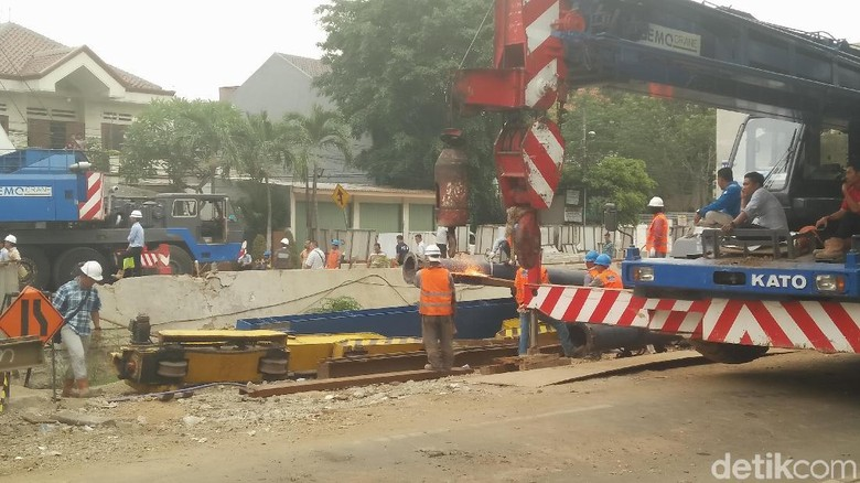 Tak Ada Korban Jiwa, Penyebab Tiang LRT Roboh Masih Diselidiki