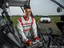 Nissan GT-R Bisa Ngebut 315 Km/Jam Dikendalikan Lewat Stick Games