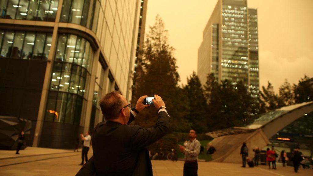 Potret 'Misterius' Langit London yang Menguning dan Berdebu