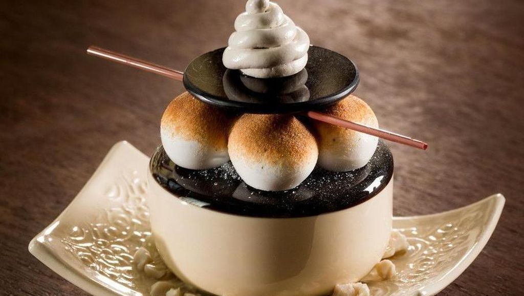 Eitss, Jangan Dimakan! Semua Dessert Cantik Ini Terbuat dari Kaca Lho
