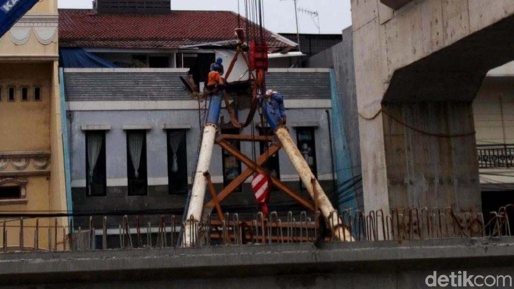 Soal Tiang LRT Timpa Rumah, Anies: Pemda Bertanggungjawab