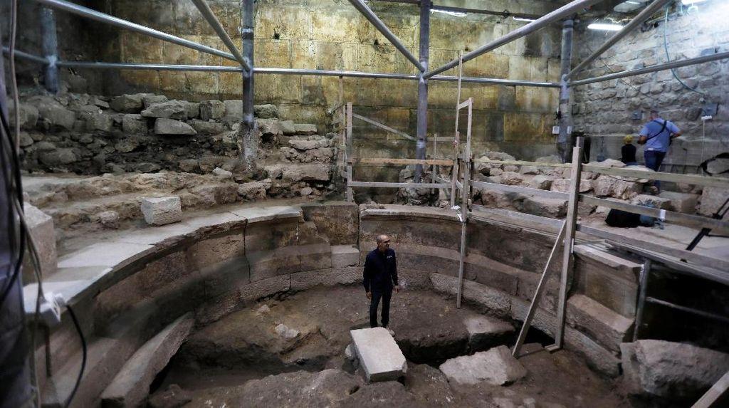 Teater Romawi Kuno Berusia 1700 Tahun Ditemukan di Yerusalem