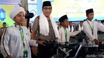 Kapolda Bagi-bagi Sepeda ke Peserta Lomba Dai se-Jatim