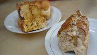 Roti panggang isi telur kornet dengan saus mayonaise.