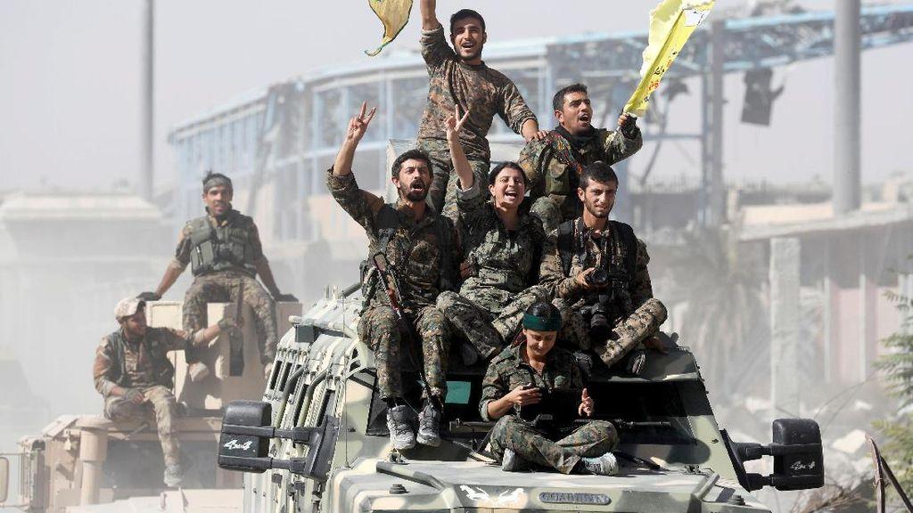 Sorak-sorai Petempur Sambut Kebebasan Raqqa dari ISIS