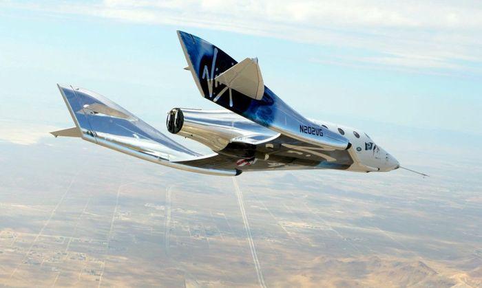 Pesawat Virgin Galactic diperkirakan bisa terbang perdana mencapai luar angkasa dalam 3-6 bulan mendatang. Greg Beach/Inhabitat.