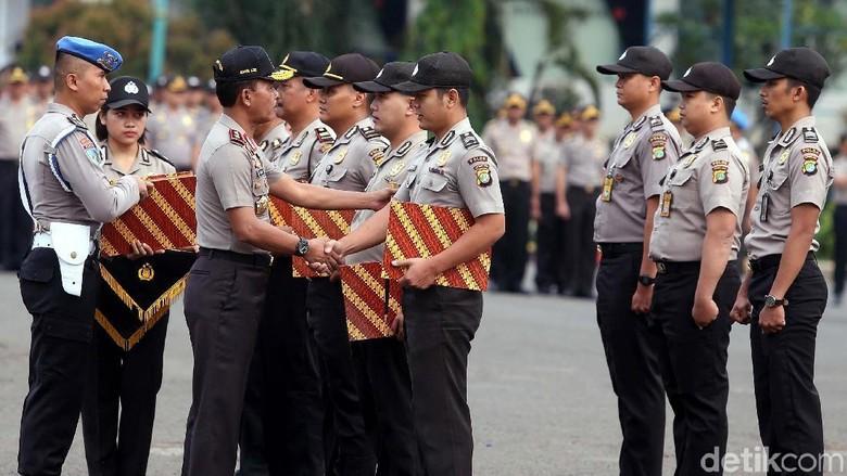 Kapolda Berikan Penghargaan dan Pecat Anggota Polisi