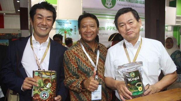 Bupati Irsyad Yusuf bersama peserta konferensi