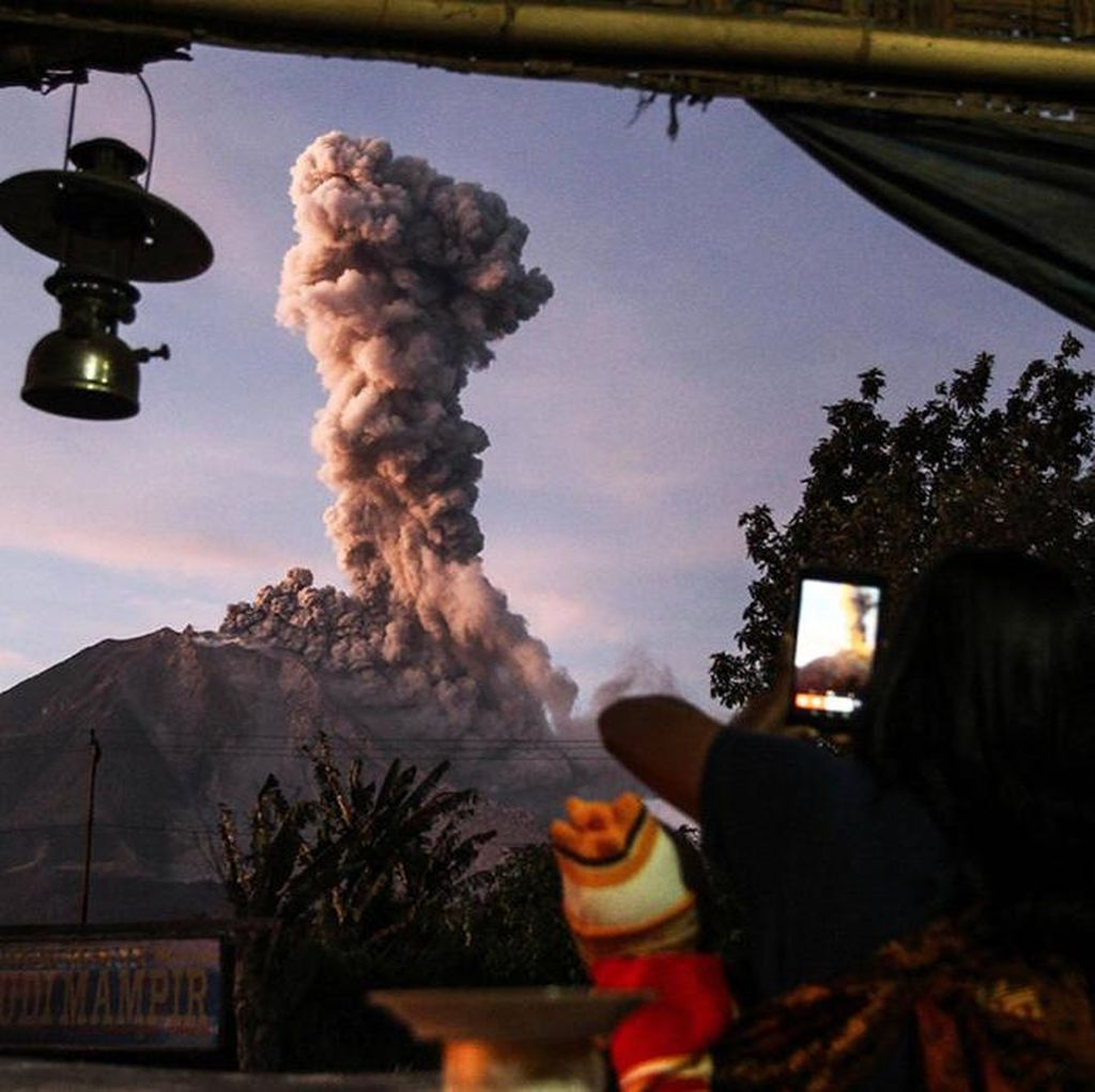 Memotret Asap Vulkanik Tebal Gunung Sinabung