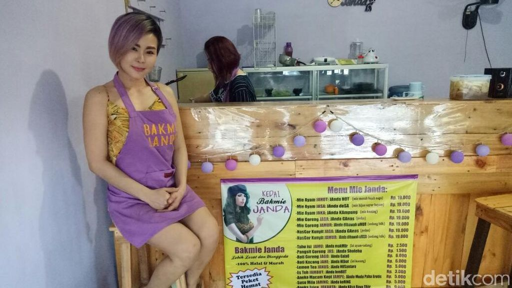 Pemilik Kedai Bakmi Janda ini Seksi, Ternyata Eks Model