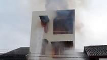 Kebakaran Ruko di Pondok Kopi, 12 Unit Damkar Dikerahkan