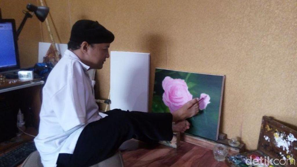 Belajar Bersyukur dari Sabar Subadri, Pelukis dengan Kaki