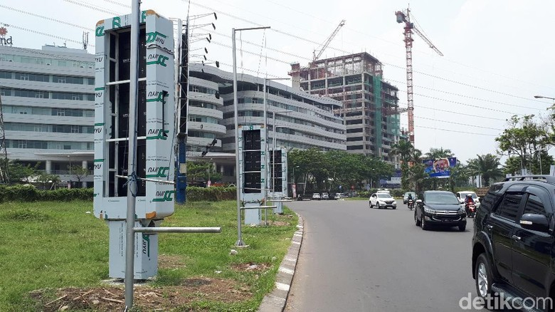 Dewan Dukung Pemkot Surabaya Tertibkan - Surabaya DPRD Surabaya mendukung upaya Pemkot yang tegas dalam menegakkan aturan bagi reklame tak Beberapa reklame LED tak