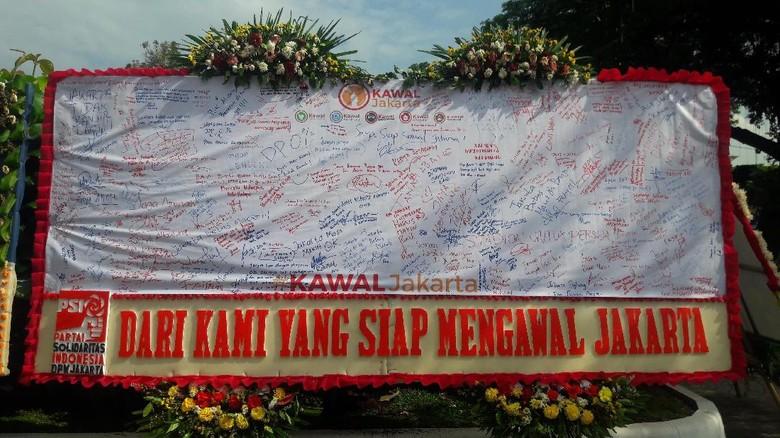 Partai Pendukung Kirim Karangan Bunga - Jakarta Karangan bunga ucapan selamat untuk Gubernur DKI Jakarta Anies Baswedan dan Wakil Gubernur Sandiaga Uno hingga saat