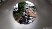 Jalan Metro Pondok Indah Menyempit, Kendaraan Mengular