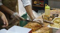 Proses pembuatan roti nogat dengan topping berlimpah.