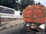 Bau Menyengat Air Lindi Truk Sampah Teror Padalarang Bandung