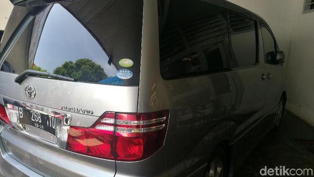 Mobil jenazah Alphard